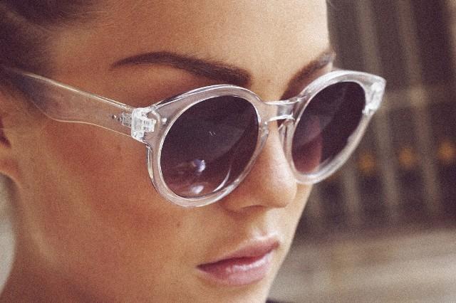 Os óculos de sol com esta armação são uma excelente aposta pois além de  deixarem o look com muito estilo, podem ser usados em qualquer tipo de  estilo, ... b3f250cfa2