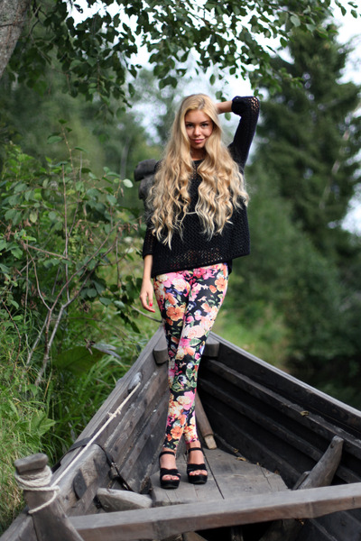 hot-pink-floral-print-h-m-leggings-black-topshop-jumper_400
