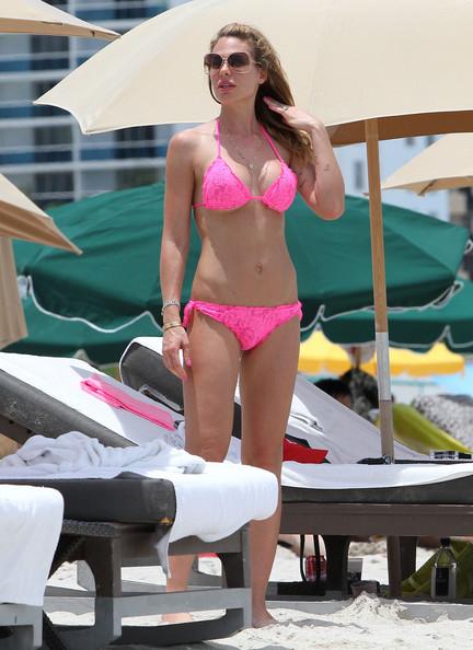 Ilary+Blasi+Swimwear+String+Bikini+BGf-Y1z1KJpl