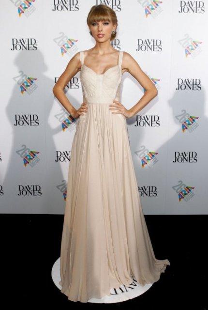 taylor-swift-2012-aria-awards