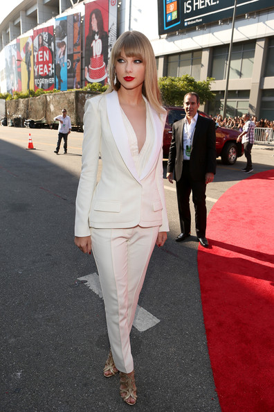 Taylor+Swift+2012+MTV+Video+Music+Awards+Red+kRTFRr4o-Vul