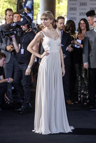Taylor+Swift+Celebs+ARIA+Awards+WwpaHD75y1Ol