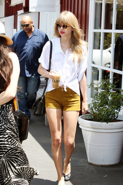 Taylor+Swift+Taylor+Swift+Grabs+Coffee+LA+NmoQW5NuV1bl