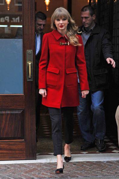 Taylor+Swift+Taylor+Swift+wearing+bright+red+eT6WFOAVHANl