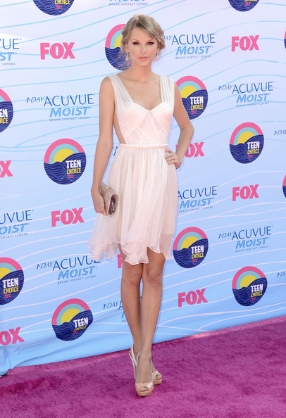Taylor+Swift+Teen+Choice+Awards+2012+Arrivals+jhBBQfMjaBCl