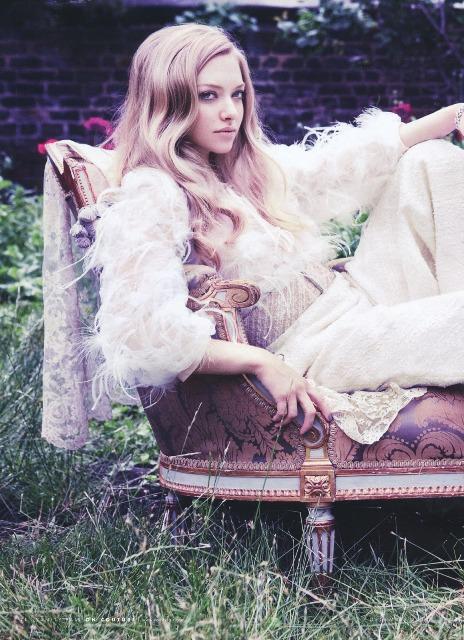 Vanity-Fair-Amanda-Seyfried-covers-Les-Misérables-3