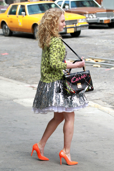 AnnaSophia-On-set-of-The-Carrie-Diaries-April-1st-2012-annasophia-robb-30517582-396-594