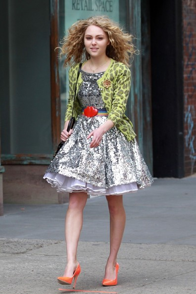 AnnaSophia-On-set-of-The-Carrie-Diaries-April-1st-2012-annasophia-robb-30517665-396-594