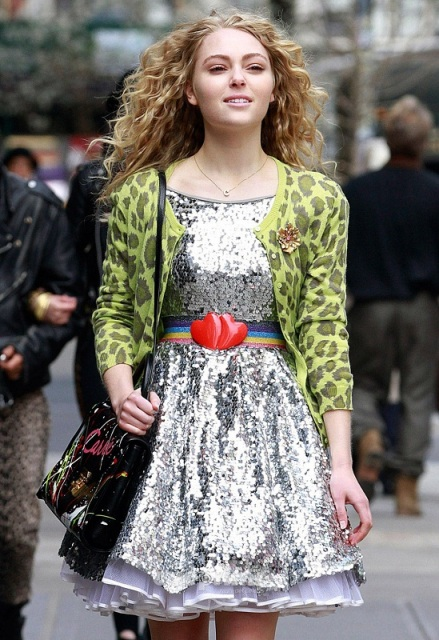 AnnaSophia-On-set-of-The-Carrie-Diaries-April-1st-2012-annasophia-robb-30517753-549-800