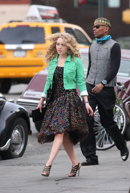AnnaSophia-On-set-of-The-Carrie-Diaries-March-28th-2012-annasophia-robb-30217657-533-800