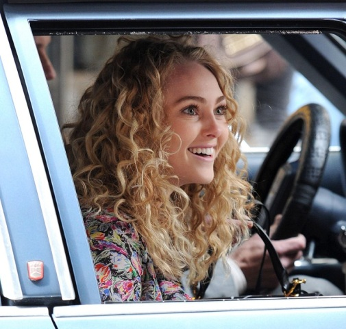 AnnaSophia-On-the-Carrie-Diaries-Set-March-24th-2012-annasophia-robb-30006775-700-665