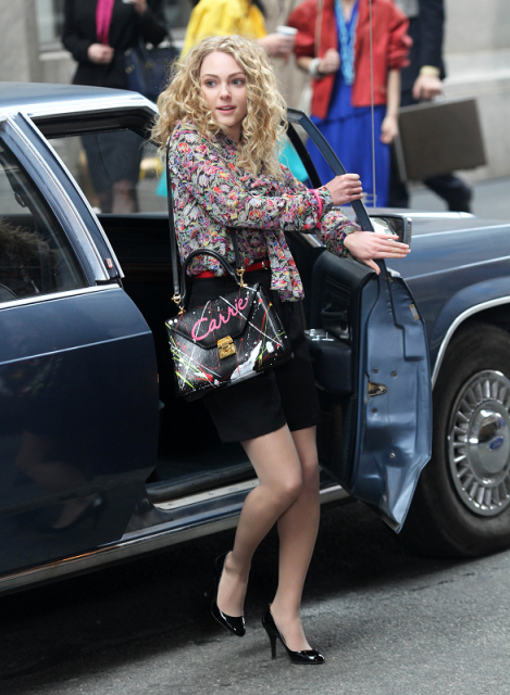 AnnaSophia-On-the-Carrie-Diaries-Set-March-24th-2012-annasophia-robb-30007004-586-800