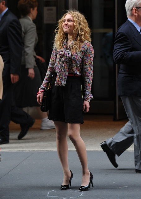 AnnaSophia-On-the-Carrie-Diaries-Set-March-24th-2012-annasophia-robb-30007543-567-800