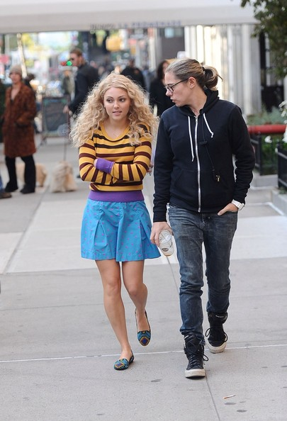 AnnaSophia-On-the-set-of-The-Carrie-Diaries-October-17-2012-annasophia-robb-32559927-405-594