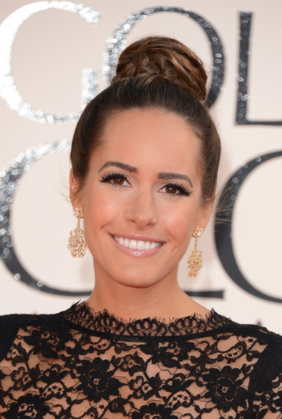 louise roe70th+Annual+Golden+Globe+Awards+Arrivals+_ag7ouzWxEnl