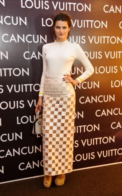 Isabeli-Fontana-Louis-Vuitton-Cancun-Boutique-Opening-dress-Louis-Vuitton