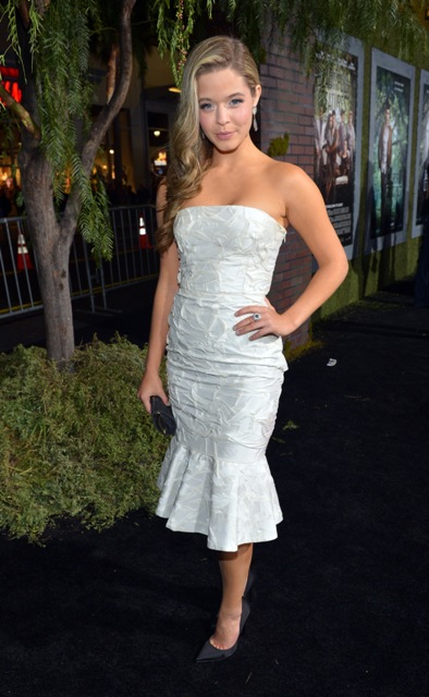 SashaPieterse_BeautifulCreauturesPremiere_Hollywood_ (3)