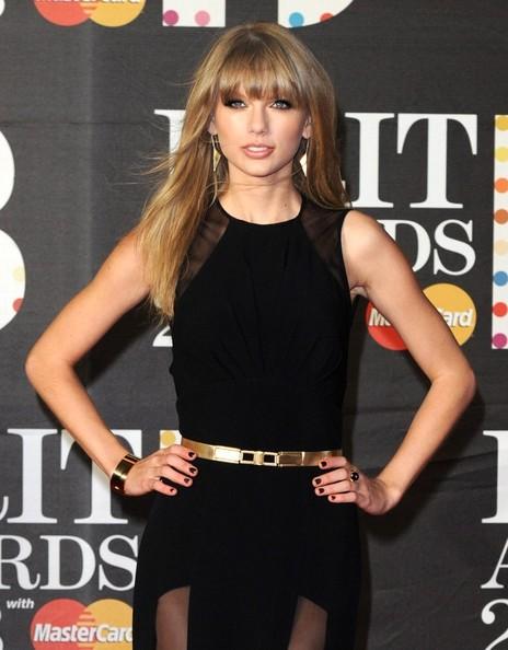 Taylor+Swift+BRIT+Awards+2013+CYR0z3mfBHWl