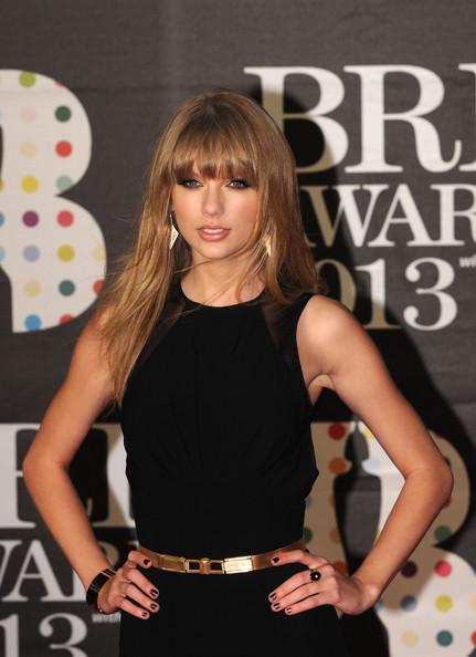 Taylor+Swift+Brit+Awards+2013+Red+Carpet+Arrivals+n8j8CHydesJl