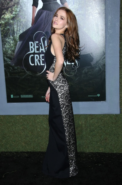 zoey_deutch__beautiful_creatures_premiere_at_tcl_chinese_theatre_in_los_angeles_february_6_2013_qN76aAF0.sized