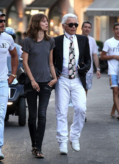freja-beha-erichsen-carries-chanel-with-kaiser-karl-001
