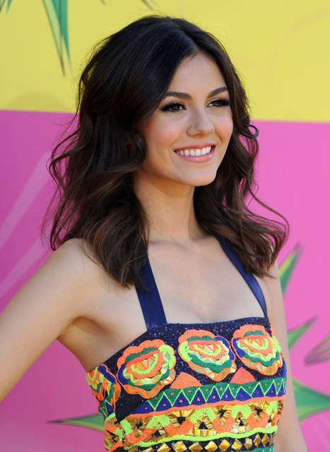 Victoria-Justice-2013-Kids'-Choice-Awards-in-Pia-Pauro-dress