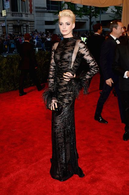 Anne-Hathaway-Valentino-2013-MET-Gala-3