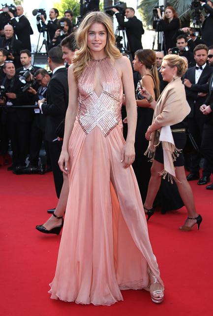 Doutzen-Kroes-Atelier-Versace-Le-Passe-2013-Cannes-Film-Festival-Premiere-2