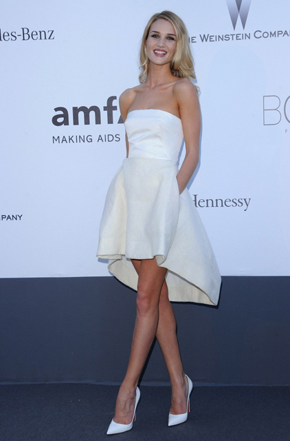 Rosie+Huntington+Whiteley+Arrivals+amFAR+Cinema+S2GdJspho98x
