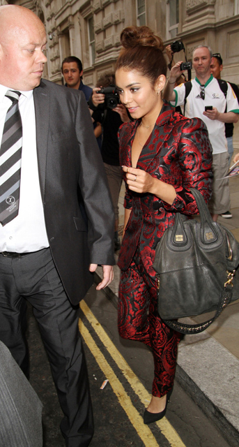 Vanessa+Hudgens+Vanessa+Hudgens+Leaves+London+KmxylWKVx5vx