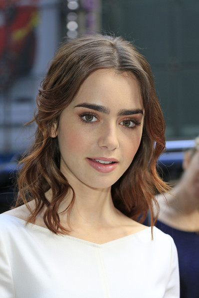 Lily+Collins+Lily+Collins+Stops+GMA+mkYdwOej9Hll