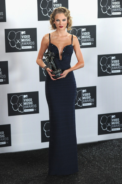Taylor+Swift+Press+Room+MTV+Video+Music+Awards+1lE497WfA-wl