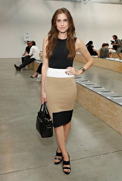 Allison+Williams+MBFW+Front+Row+Reed+Krakoff+Mu50_dpGhIOl