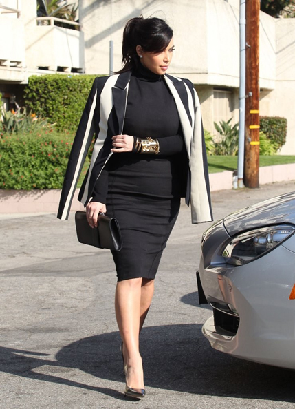 Kim-Kardashians-Striped-Blazer-3