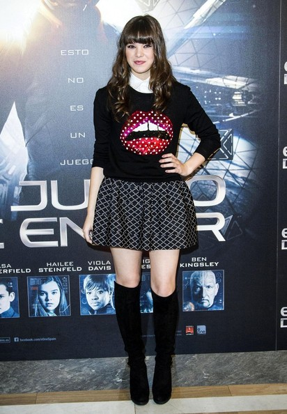 Hailee+Steinfeld+Ender+Game+Stars+Pose+Madrid+44OugSOkyWYl