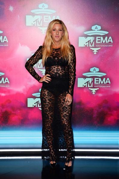 Ellie-Goulding-in-Dolce-Gabbana-MTV-EMAs-2013--600x900  2