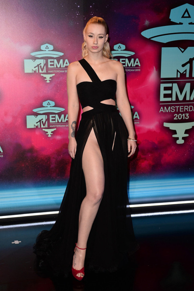 Iggy-Azalea-in-Dilek-Hanif-Couture-MTV-EMAs-2013-9-600x900