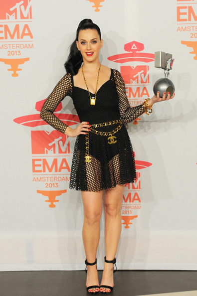 Katy-Perry-in-Maria-Escote-MTV-EMAs-2013-Photo-Room-3-600x902