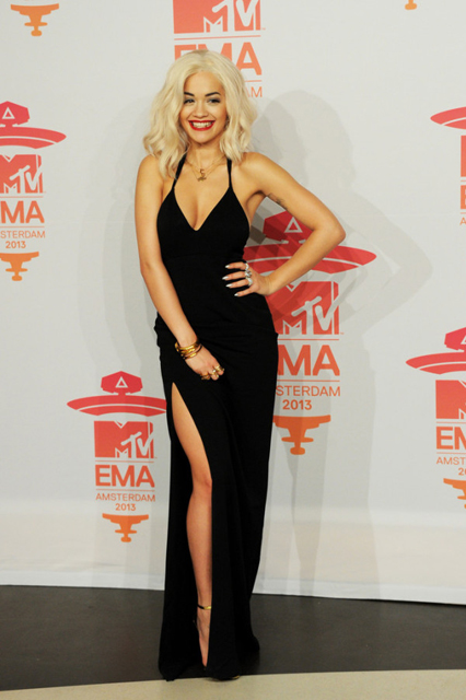 Rita-Ora-in-Calvin-Klein-MTV-EMAs-2013-Photo-Room-4-600x902