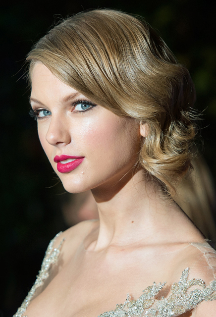Taylor Swift whatsinfashioncwb
