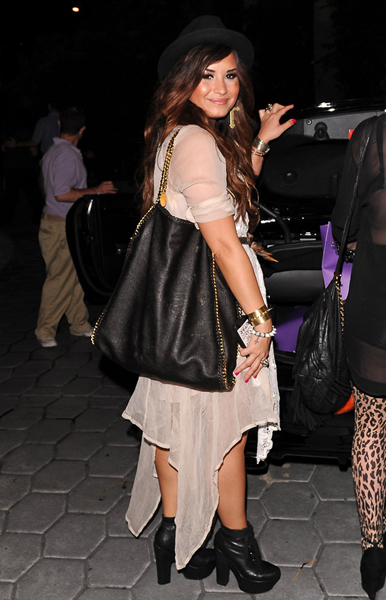 demi-lovato-Stella McCartney Falabella Shopper.