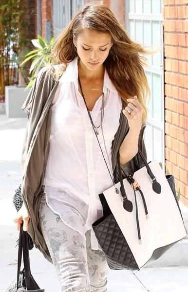 Jessica-Alba Michael Kors Miranda Tote