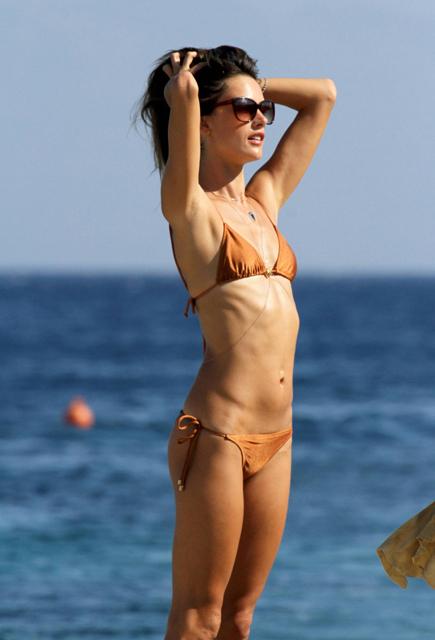 Alessandra-Ambrosio-in-Bikini-4