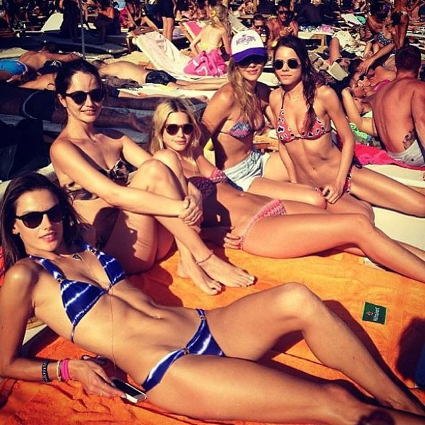 alessandra-ambrosio-paraga-beach-mykonos-greece-pic143737