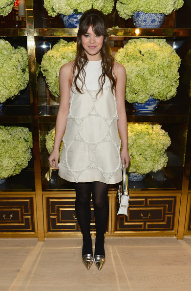 Hailee+Steinfeld+Tory+Burch+Rodeo+Drive+Flagship+CQIPuGTSRpil