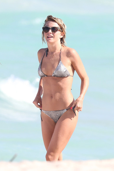 Julianne+Hough+Swimwear+String+Bikini+TMEWaakMANYl