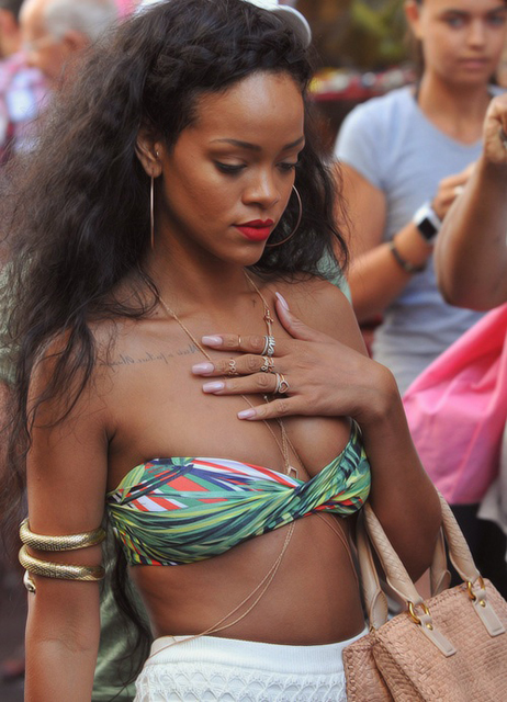 Rihanna-gold-jewelry-belly-chain-rings-upper-finger-knuckle-diamond-love-ring1