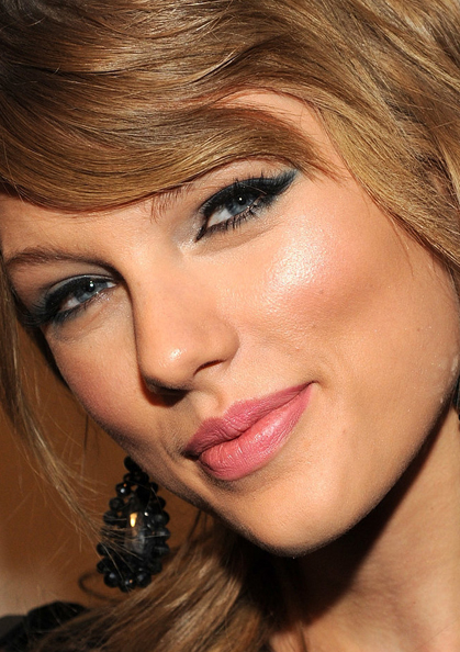 Taylor Swift makeup whatsinfashioncwb