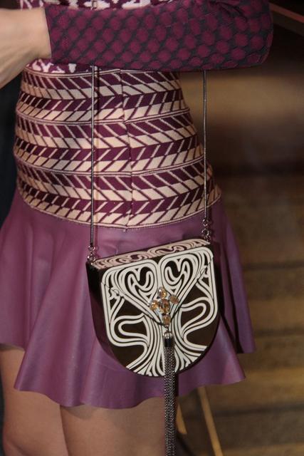 A atriz usou saia e body da marca Lolitta, bolsa Têca by Helô Rocha, sandália Schutz, brinco Christopher Alexande