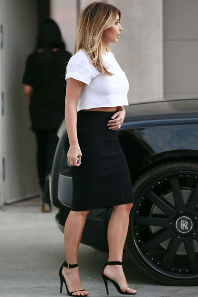 kim-kardashian-out-in-hollywood_3